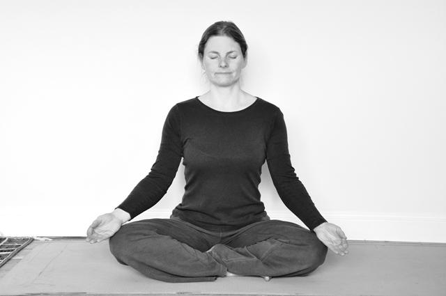 chanting-posture